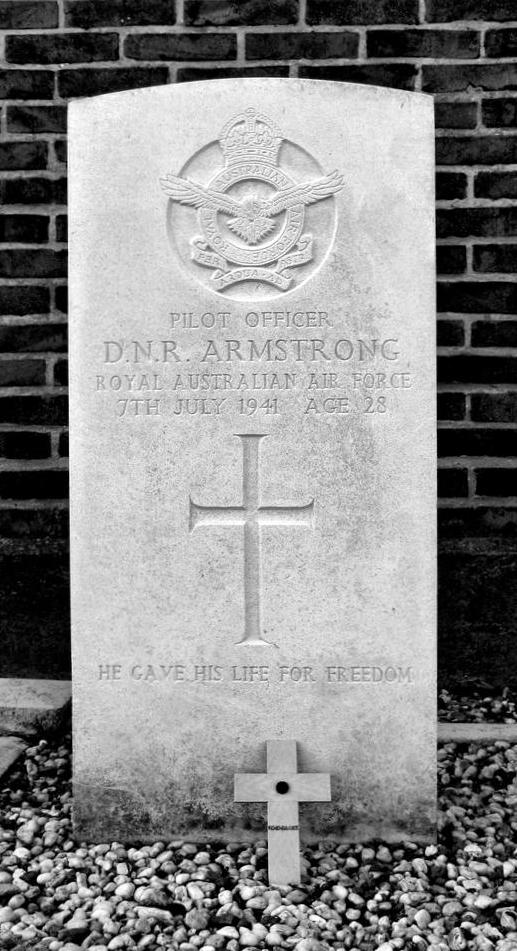 when did neil armstrong tombstone - photo #16